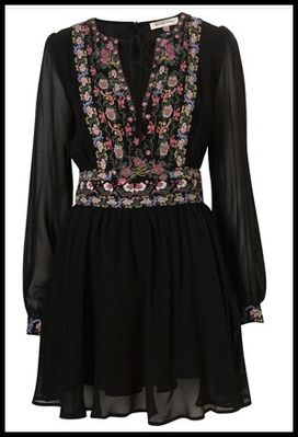 Kate-Moss-pour-Topshop-robe-noire-brodee-.jpg