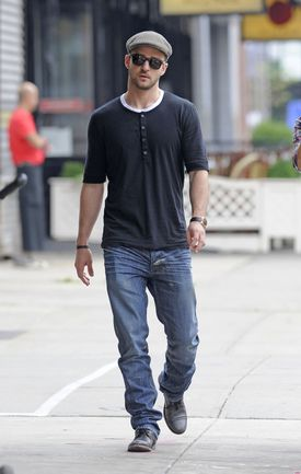 Justin-Timberlake-Grabs-Grub-in-NYC-2832x4461
