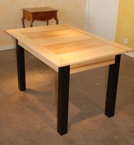 Table contemporaine frene pieds noirs 1