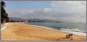 seuls-sur-la-plage-.deux-v-los.jpg