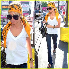 nicole-richie-head-wrap