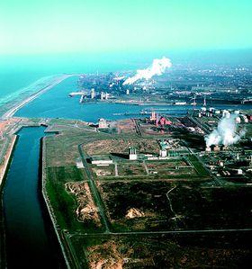 Dunkerque-vu-du-ciel---ZI.jpg