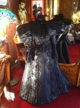 maxim's robe noire