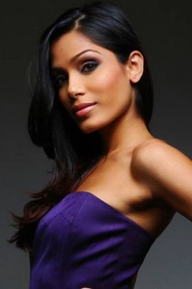 Freida-pinto-sexy-hot-2013.jpg