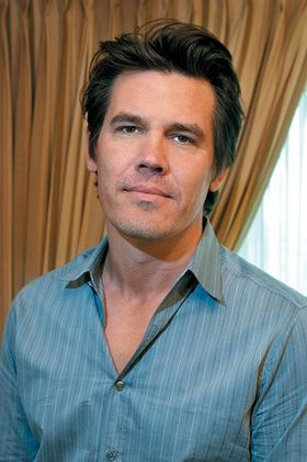 josh_brolin-sexy-hot-2013.jpg
