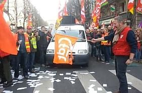 Drapeau-CFDT-brule-.jpg