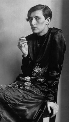 August-Sander--Sylvia-von-Harden--Journaliste--c.-1925.jpg