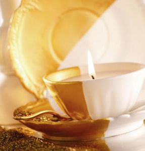 Bougies La Francaise gold tea cup candle