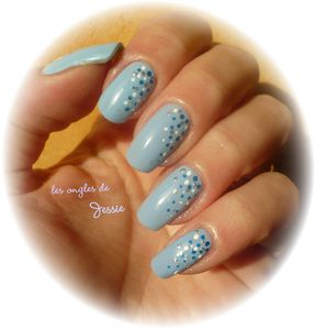 blog.Vernis-RubyWing-Moonstone.NailArt-points4.jpg