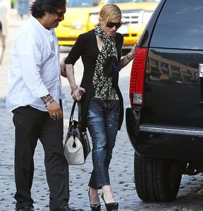 20130531-pictures-madonna-out-and-about-new-york-02.jpg