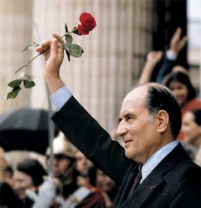 Mitterrand-rose-rouge
