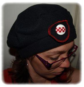 beret-noir-rouge.jpg