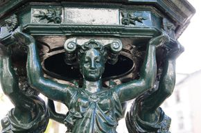 Fontaine-Wallace-Abbesses-1.jpg
