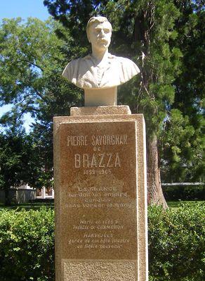 buste-brazza-Marvejols-stèle