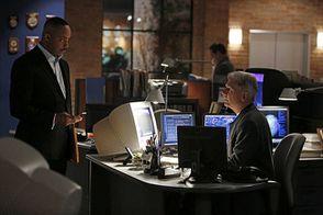 NCIS-Saison-10-Episode-15-Et-alors-Leon-entretient-Gibbs-so.jpg