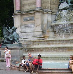Paris-Fontaine-St-Michel-130809.jpg