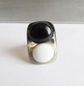 bague-black-and-white.JPG