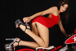 jennifer-the-dirty-gertie-biker-267-april-2010-006-bikermag