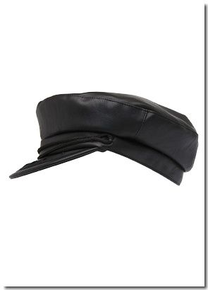  CASQUETTE EFFET CUIR : 29,99&#x20AC; 