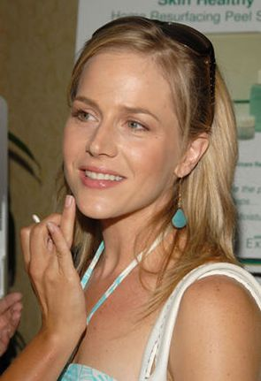 julie benz darla. l#39;actrice Julie BENZ,