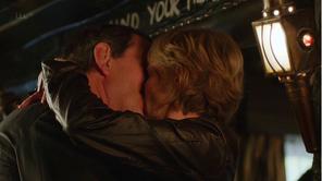 Lewis-S7X3-baiser-Robbie-et-Laura-Hobson-Blog-Ouvert.png