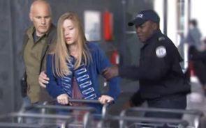 Carpi Ashley et Alain arrêtés à l'aéroport