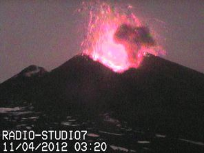 Etna-eruption-du-11-april-2012.jpg