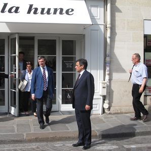 devant La Hune à Saint Germain §ème législatives fillon