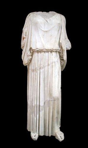 535g Baia, musée archéologique, péplophoros