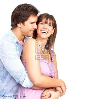 5955245-happy-sonriente-pareja-de-enamorados-sobre-fondo-bl.jpg
