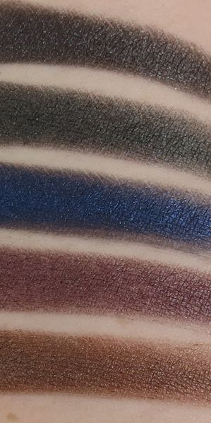 Urban-decay-smoked-palette-swatches-1