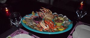 Plateaux-de-fruits-de-mer-en-long.jpg