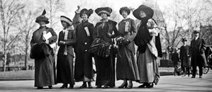 Suffragettes--1913-10e-Congres-international-des-femmes.jpg