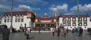 Jokhang_Temple_in_Tibet-500x220.jpg