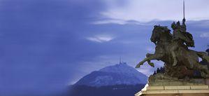 statue-de-vercingetorix-avec-le-puy-de-dome-en-fond.jpg