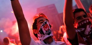 5884978-turquie-la-place-taksim-d-istanbul-toujours-occupee.jpg