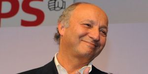 20110620laurent-fabius-remporte-le-prix-press-club.jpg