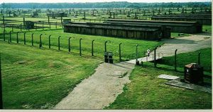 Vue de l'entr&#xE9;e principale du camp d'Auschwitz-Birkenau II
