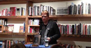 In buona fede (Shovel Ready). Un romanzo hard boiled futuristico e cyberpunk, opera narrativa prima di Adam Sternbergh