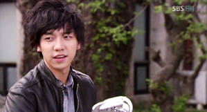 Lee-Seung-Gi-Shining-Inheritance.png