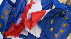 1-flags-of-france-and-the-european-union-seen-at-the-elysee.jpg