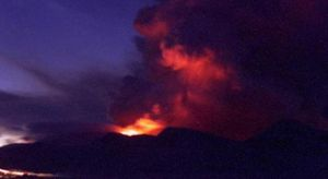 Hekla-pret-pour-eruption-Arni-Saberg-EPA.jpg