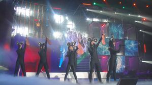 DSC02333-final-the-show-must-go-on.JPG