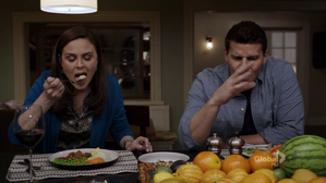 bones-booth-brennan-eating.png