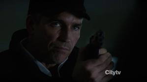 person-of-interest-jim-caviezel-tf1-batman.png