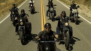 eslatele.com.wp-content.uploads.2010.10.sons-of-anarchy-bik.jpg
