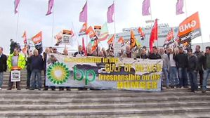 img_606X341_economy-bp-oil-fishermen-workers-demo-140411m.jpg