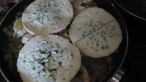 Escalopes-poulet-a-l-auvergnate-on-couvre-de-fourme--500-.jpg