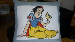 Camille-coussin-Blanche-Neige.JPG