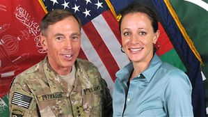 AFP_121112_vs9mm_petraeus-broadwell_sn635.jpg